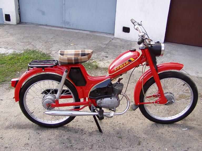 Czym charakteryzuje się motocykl komar sztywniak?